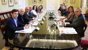 El tema del canje de pasajes sobrevoló la reunión de Peña con senadores