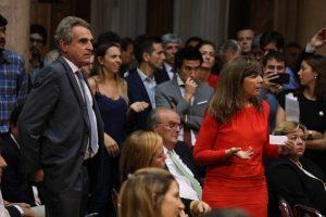 """La reunión en el Senado concluyó en escándalo por un """"papelito"""" de Caputo"""