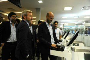 Se puso en marcha el sistema de puertas biométricas en el aeropuerto de Ezeiza