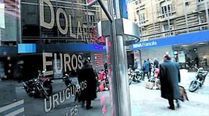 La suba de tasas y la intervención del Central frenaron la disparada del dólar