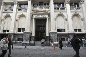 El Central vuelve a disponer 5000 millones de dólares para sostener el dólar a $ 25 y renovar las Lebacs