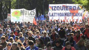 Organizaciones populares marcharon en demanda de empleo, aumento a jubilados y contra la suba de tarifas