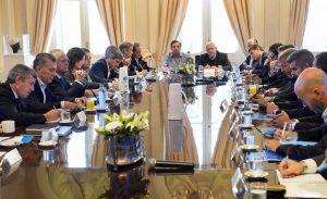 Con el dólar en ebullición, Macri salió a respaldar al titular del Banco Central