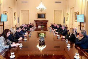 Macri se reunió con los jefes de bloques del Senado por la situación financiera