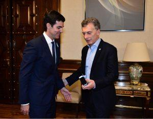 """Urtubey le planteó a Macri reducir a la mitad el IVA en las tarifas y que la variable de """"ajuste"""" no sea la obra pública"""