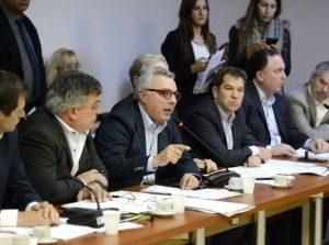 Intendentes opositores demandan frenar el impacto de las tarifas
