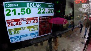 Tras la suba de tasas, el dólar cerró su cotización a $ 22,28