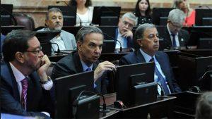 En la previa de la sesión en el Senado, se recalienta la disputa por el proyecto opositor contra los tarifazos