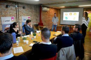 Emprendedores incubados en un «mano a mano» con el mundo real
