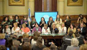 """Colectivo por el aborto legal exigió tratamiento """"sin dilaciones"""" y senadores le pusieron fecha al debate (8 de agosto)"""