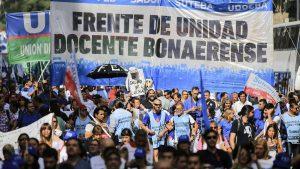Banderazo de docentes bonaerenses en reclamo de «salarios dignos»