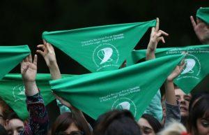 Aborto legal: convocan a un «pañuelazo» en rechazo al pronunciamiento del Colegio de Abogados