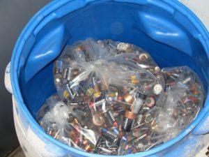 A través de una ley, garantizan la gestión ambiental de pilas en desuso