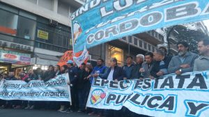 Masiva marcha multisectorial en defensa de una EPEC «estatal e integrada»