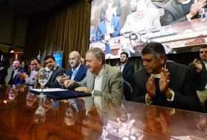 Schiaretti volvió a mostrarse con intendentes para poner en marcha «Vivienda Semilla»