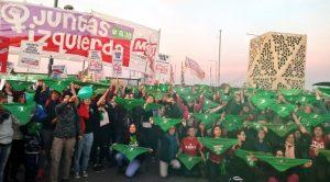 """""""Pañuelazo"""" en la Casa Radical, en repudio a la posición antiaborto de los senadores de la UCR"""