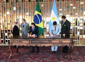 La Argentina y Brasil acordaron avanzar en la convergencia regulatoria para la industria automotriz