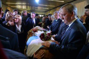 La dirigencia política y los cordobeses despidieron al exgobernador De la Sota