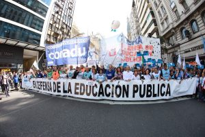 En medio del paro, hubo una masiva marcha de gremios docentes en el Congreso