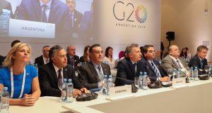 Macri habló de «cambios profundos» y Carrió de «días terribles» que vendrán