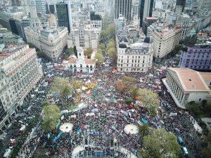 Masiva marcha a Plaza de Mayo en el arranque del paro por 36 horas