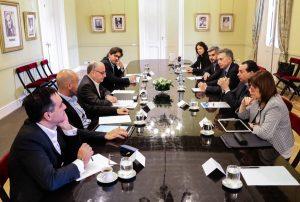Con Macri en el país, el Gobierno minimizó la contundencia del paro