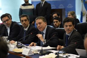 """Dujovne en el Congreso: """"Argentina no planea ningún mega-canje"""""""