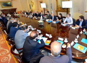 Macri avanzará con una fuerte reducción de ministerios y recorta poder a Peña