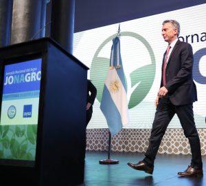 En tribuna ruralista, Macri pidió un «ultimo esfuerzo» por las retenciones