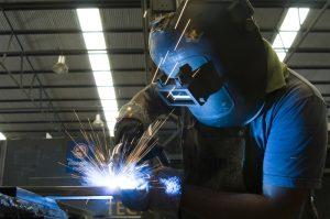 La actividad industrial retrocedió 5,6% en agosto y acumula cuatro meses de caída
