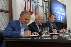 Al rubricar el acuerdo con Lifschitz, Schiaretti habló del «acueducto del federalismo»