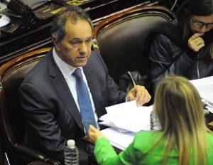 Fiscal pide enviar a juicio oral a Scioli por irregularidades en su gestión de Gobierno