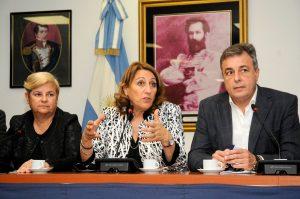 La intendenta de Rosario pidió que no se anulen los subsidios al transporte