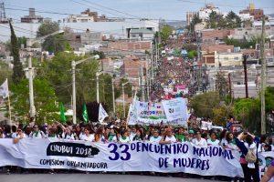 La marcha de la marea feminista terminó con incidentes y diez mujeres detenidas