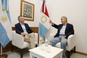 Con un abrazo y una charla a solas, inició la agenda de Macri en Río Cuarto junto a Schiaretti