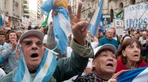 """Trabajadores radicales insisten en que el bono """"debe ser también para los jubilados"""""""