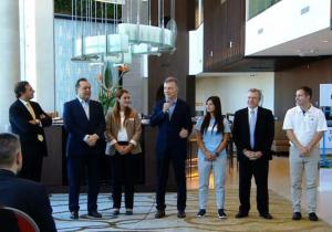 Ante el paro que afecta a 20 mil pasajeros, Macri le habló a los gremios de Aerolíneas Argentinas