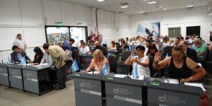 En una sesión cargada de tensión, el oficialismo por un voto de diferencia aprobó dos de los tres convenios urbanísticos en agenda