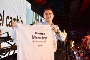 """Con traje de firme candidato, Mestre dijo que """"hoy es el día '0' del cambio» y apuntó contra el «populismo» de Schiaretti"""