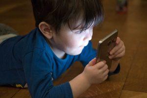 Advierten de los problemas para la salud por el uso excesivo de dispositivos móviles