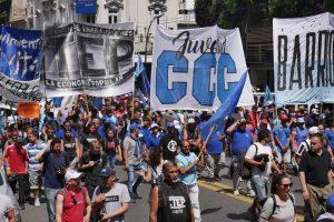 Un martes con marchas y actos de protesta de los movimientos populares