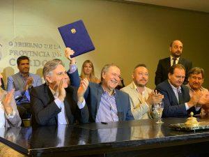 """Schiaretti destacó que el convenio firmado por el plan Conectividad Córdoba """"no distingue colores políticos"""""""