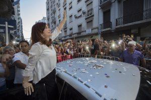 CFK presentó un escrito y criticó e insistió en su denuncia de «persecución» por las ocho indagatorias