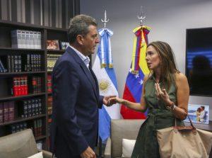 El líder del Frente Renovador le expresó su solidaridad a la representante de Guaidó en Argentina