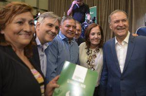 Schiaretti entregó escrituras de viviendas sociales a vecinos de la zona sur de la Capital