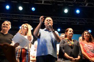 Schiaretti y Llaryora se mostraron juntos en el megaevento de cierre del «Derecho al Verano»