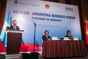 """Ante empresarios vietnamitas, Macri prometió  """"reglas de juego claras"""" y un """"Estado más cercano al sector privado"""""""