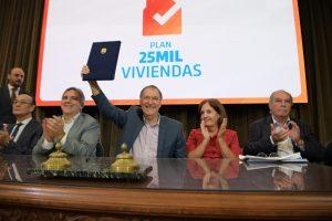"Ante la crisis, Schiaretti afirmó que «Córdoba necesita viviendas y necesita mover la economía"""