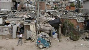 Cerca de cinco millones de niños y adolescentes son «doblemente pobres»