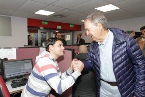Schiaretti saludó a empleados de un call center en el «Día del Trabajador»